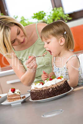 Сон, в котором вам кто-то купил пирожное — кто-то из близких родственников попросит вас об услуге, и тем самым вы будете обречены на скучное существование.